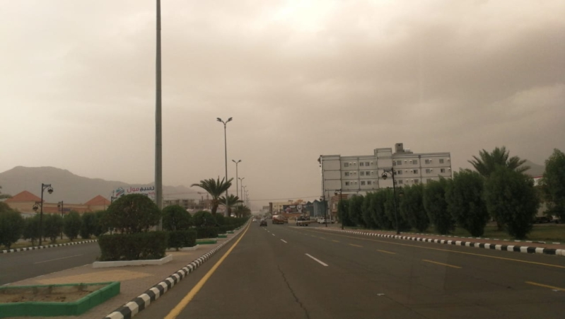 هذه المناطق أعلنت تعليق الدراسة اليوم الثلاثاء بسبب الغبار