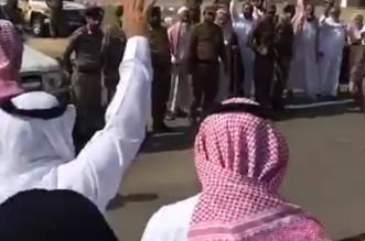 في ساحة القصاص.. العفو عن قاتل ابن عمه وسط تكبيرات الحاضرين - المواطن