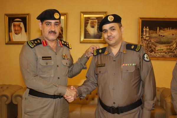 مدير شرطة جدة العميد مسعود بن فيصل العدواني بمكتبه، الرائد ماجد المالكي