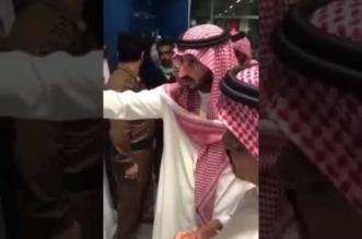 بالفيديو .. تعليق غاضب من نائب أمير مكة خلال جولة مفاجئة على صالات الحجاج - المواطن