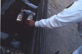 بالصور.. إحباط 3 محاولات لتهريب أكثر من 6 آلاف زجاجة خمر - المواطن