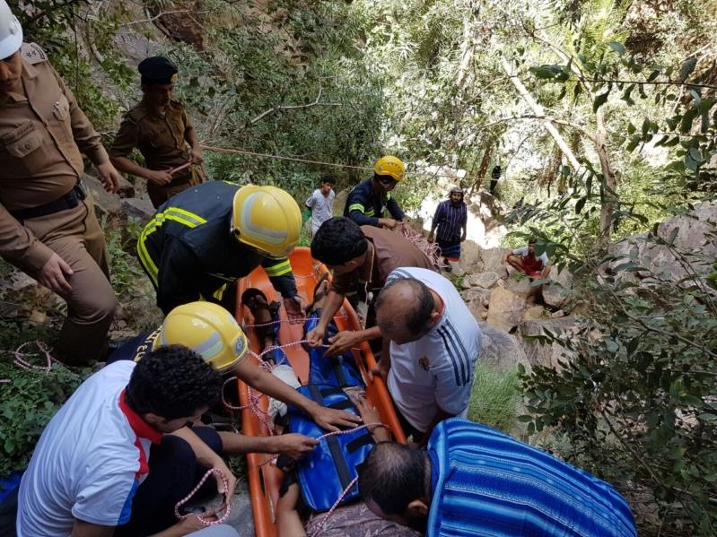 إنقاذ مواطن سقط من مرتفع جبلي في جازان