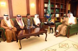 محمد بن ناصر يستقبل أسرة يمنية تنازلت عن قاتل ابنها - المواطن