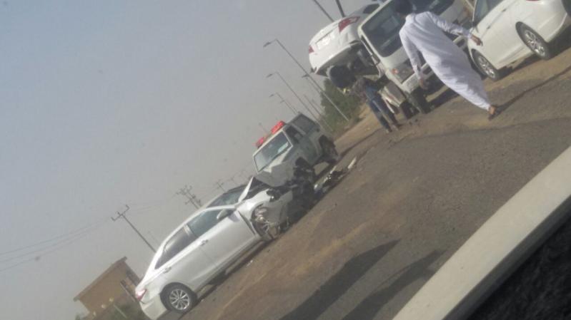 حادث سيارتين وجه لوجه ومواطنون لطرق جازان لا تجعلوا ارواح اولادنا فاتورة إهمالكم