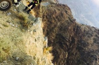 بالصور.. انتشال جثتي إفريقيين سقطا من مرتفع جبلي بالداير - المواطن