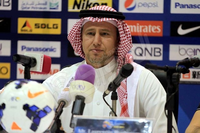 شاهد بالصور .. مدرب الهلال بالزي السعودي خلال المؤتمر الصحفي مع مدرب سيدني