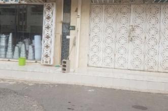 اغلاق 15 محلا في بارق