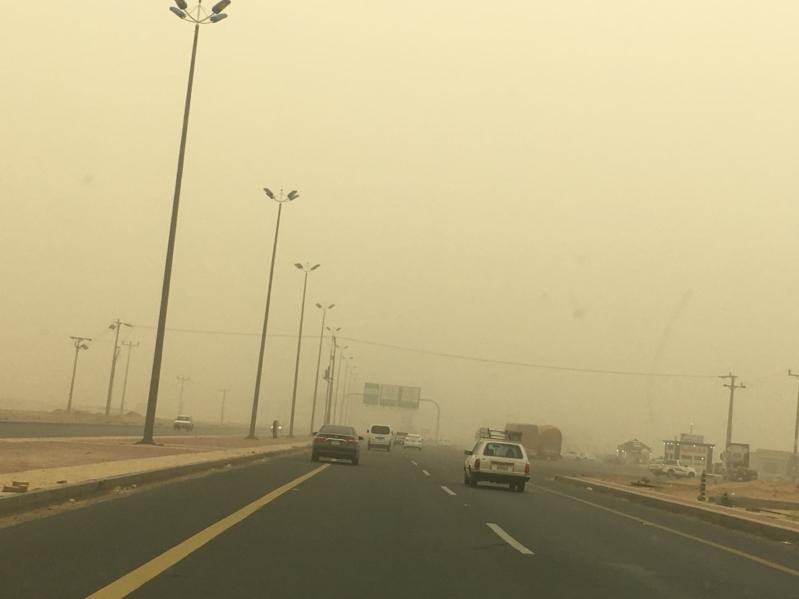 تحذير من غبار يعيق الرؤية على #الطائف والباحة