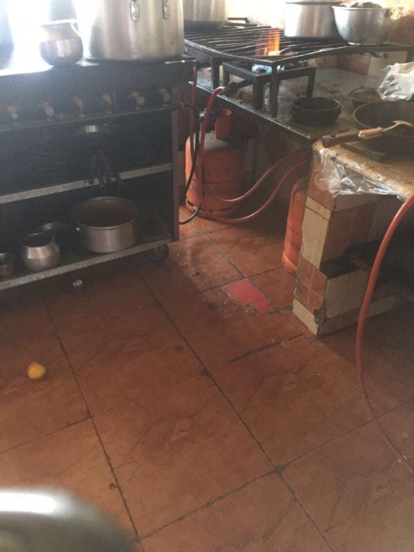 صادمة.. مطاعم تفتقد النظافة وتقدم IMG_4168-3-600x800.jpg