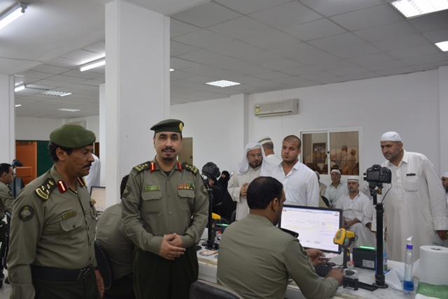 مدير جوازات الشمالية المكلف يتابع ميدانيا مغادرة الحجاج العراقيين