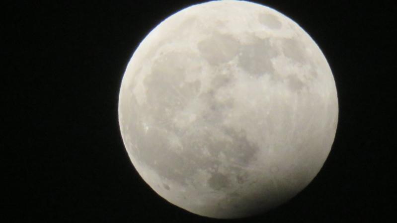 بناء أول شبكة هاتف محمول على القمر