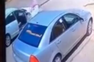 بالفيديو .. سرقة مركبة بالإكراه في حائل والشرطة: جاري البحث عن الجناة - المواطن
