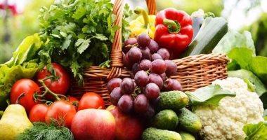 تناول الخضراوات والفواكه الطازجة يقي من النزلة المعوية