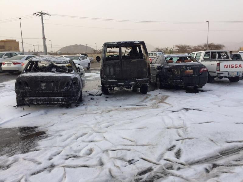 مقذوف حوثي يتلف عددًا من المركبات في نجران