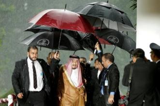 الأمطار الغزيرة لم تمنع شعب إندونيسيا من الاصطفاف لقائد الأمة - المواطن
