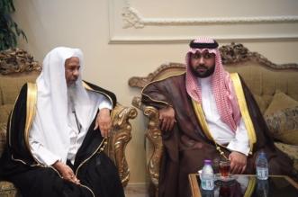 بالصور.. نائب أمير جازان ينقل تعازي القيادة لأسرة الرائد العامري - المواطن