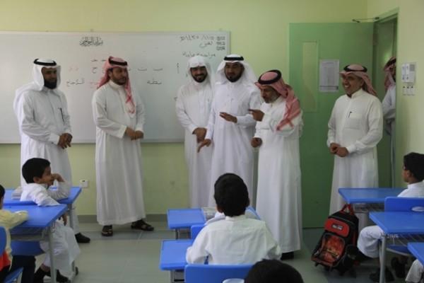البراك يزور مدارس حريملاء ويعلن مضاعفة مخصصات النظافة - المواطن