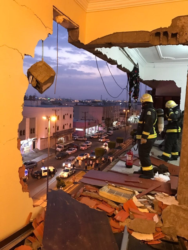 بالفيديو والصور.. وفاة رضيع وإصابة 9 في انفجار شقة بخميس مشيط - المواطن
