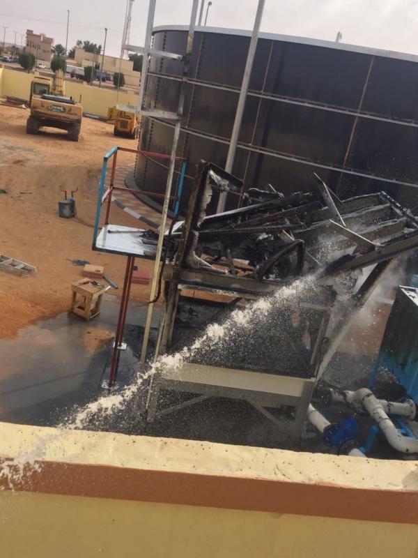 بالصور .. بسبب اللحام .. حريق بمحطة تحلية بـ لينة رفحاء