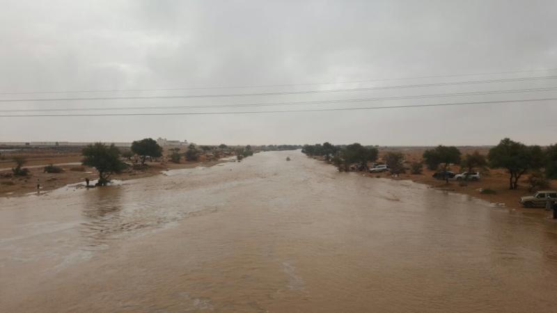 شاهد .. سيل وادي رماح وغيلانه شمال شرق الرياض