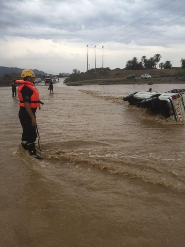 في بيان عن سير العمليات الميدانية الدفاع المدني يباشر أكثر من (978) بلاغاً جراء الأمطار والسيول على مناطق المملكة