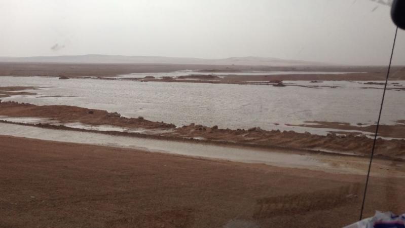 شاهد .. بالصور والفيديو أمطار متوسطة الى غزيرة على رفحاء وضواحيها