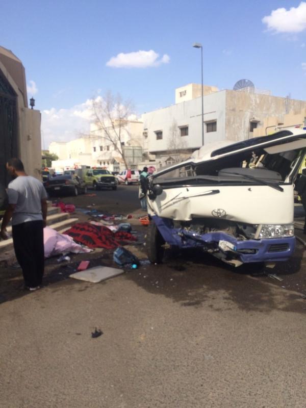 #عاجل .. بالصور .. وفاتان وتسع إصابات في حادث حافلة نقل طلاب بالمدينة