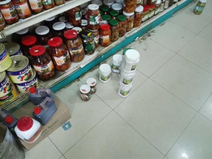 بالصور .. مواد منتهية الصلاحية تغلق محلًا للمنتجات الشامية برفحاء