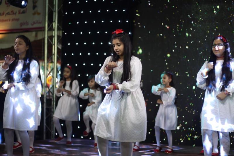 شاهد زهرات أطفال ومواهب يشعلن مسرح مهرجان خميس مشيط للتسوق