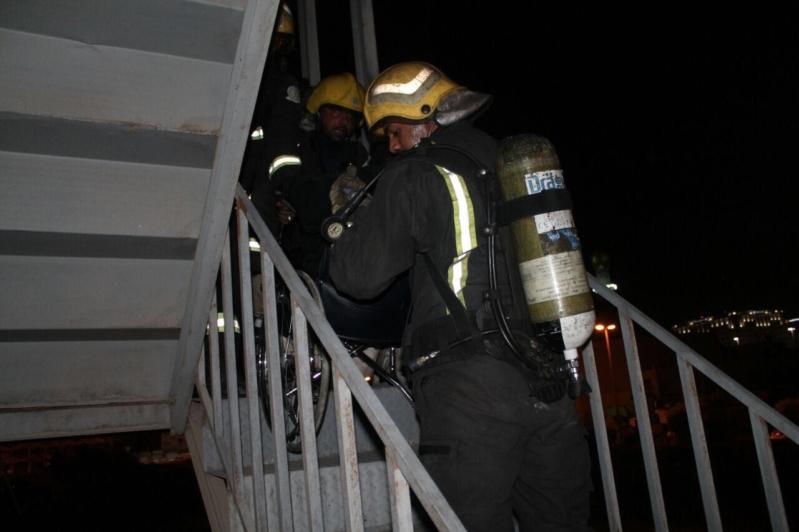 بالصور.. إخلاء 120 مواطناً واختناق امرأتين بحريق عمارة سكنية بالعزيات