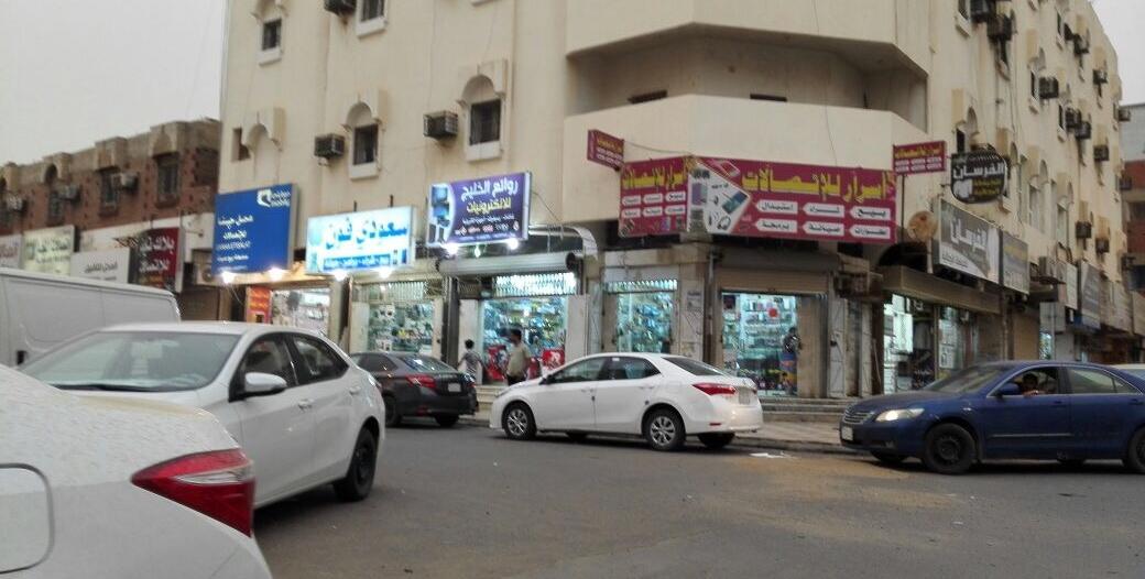 الجهات الأمنية في صامطة تتابع جولاتها لضبط مخالفي الإجراءات الاحترازية