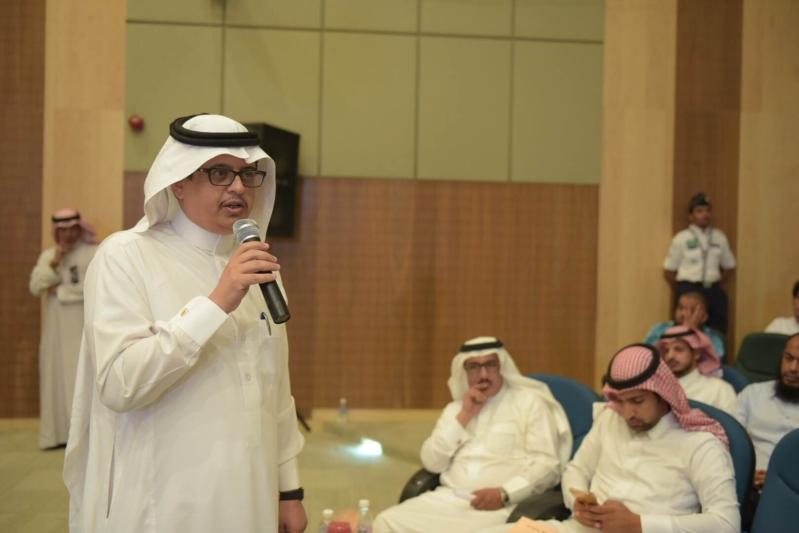 مدير جامعة الباحة يحث الطلاب على التواصل مع الكادر الأكاديمي لتلافي السلبيات