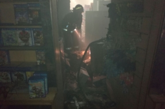 صور.. تماس كهربائي يحرق محلَّ جوّالات في ينبع - المواطن