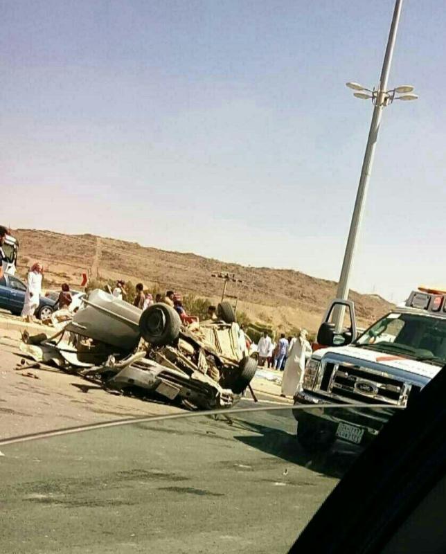 امير الباحة يقف على حادث طلاب