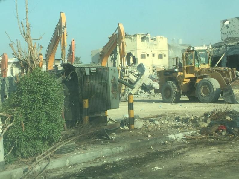 بالصور.. الانتهاء من أعمال الهدم في حي المسورة.. وبدء مرحلة الإزالة