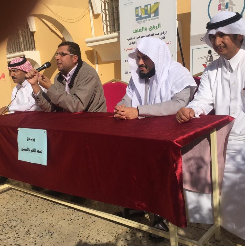 برنامج طبي عّن صحة الفم والأسنان بمدرسه خبيب بن عدي بالخميس