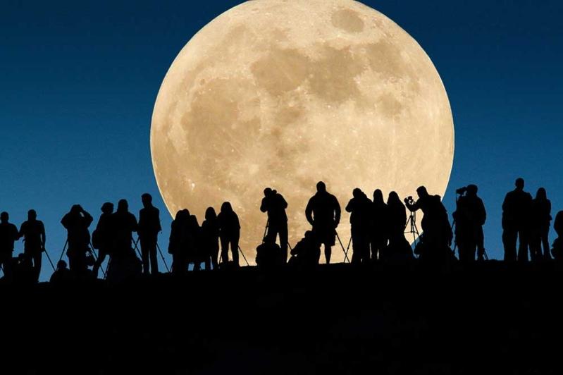 مركز علم الفلك الدولي غدا الإثنين 14 نوفمبر ظاهرة القمر الفائق القمر البدر الأكبر منذ 68 سنة