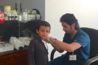 """بالصور.. """"المواطن"""" ترافق حملة تطعيم الطلاب بخميس مشيط - المواطن"""