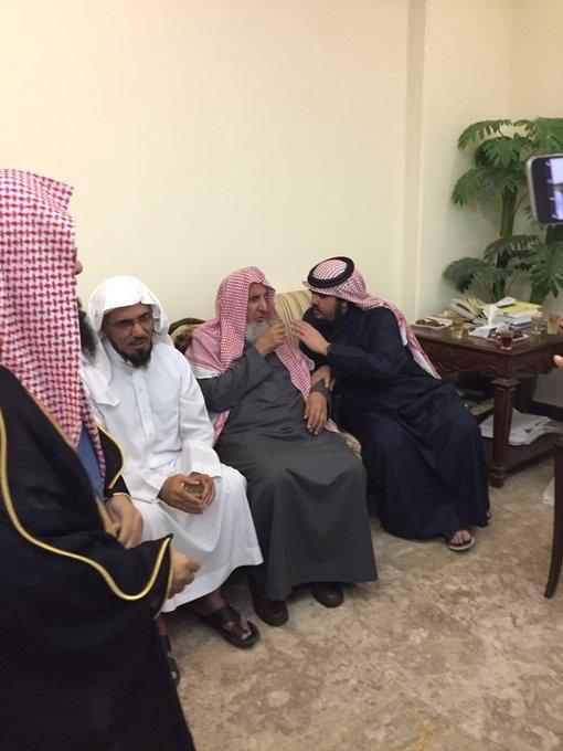بالصور .. المفتي يقدم واجب العزاء للشيخ سلمان العودة في ...
