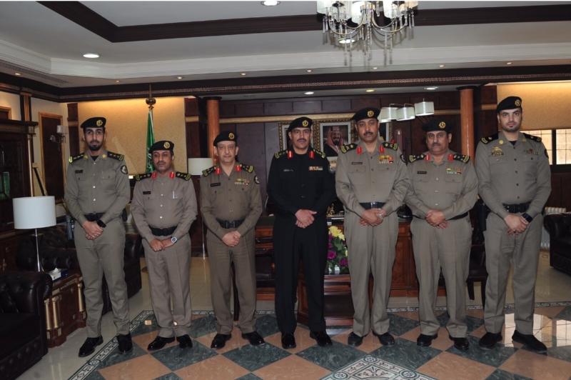 مدير شرطة منطقة تبوك اللمحمد يقلد مدير إدارة دوريات الأمن رتبته الجديده