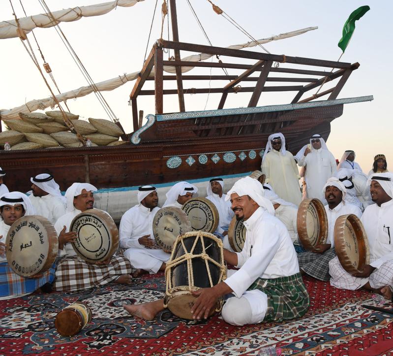 بالصور.. مهرجان الساحل الشرقي يستعيد فن الفجري ويعيده إلى الأضواء