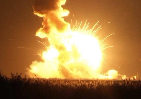 انفجار صاروخ فضائي بعد ثوان من إطلاقه بفيرجينيا الأمريكية