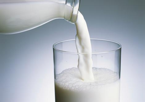 كم كوباً من الحليب يحتاجه الطفل طوال اليوم؟ - المواطن