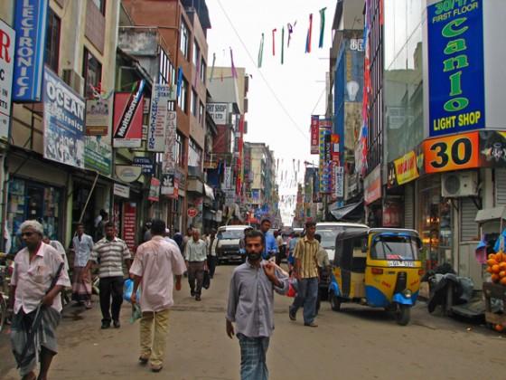 Sri_Lanka_-_012_-_Market_street_around_Fort_Stn_&_Harbour_(1630266755)