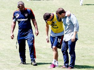 Thiago-Neves-Fluminense-Ruano-CarneiroLANCEPress_LANIMA20130312_0161_47