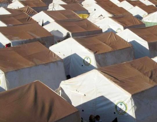 خيام لاجئين
