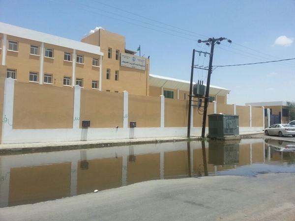 """أخطار الكهرباء ومياه الصرف تحاصر """"ثانوية الخويطر"""" بالخميس - المواطن"""