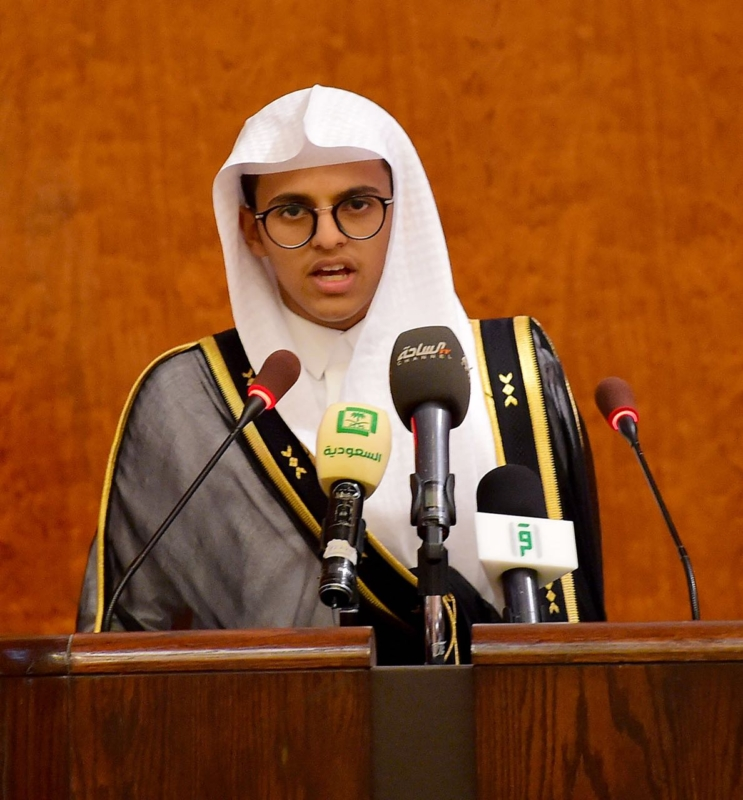 بالصور.. نائب أمير الرياض يكرم 1316 خاتمًا للقرآن من طلاب جمعية مكنون - المواطن