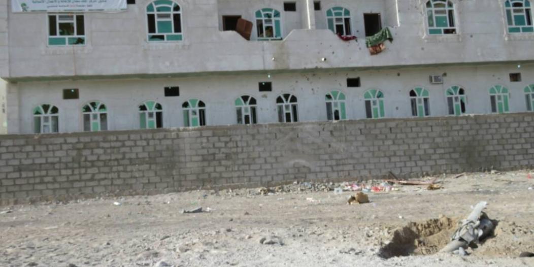بالصور.. صواريخ كاتيوشا الحوثية تستهدف مركز إعادة تأهيل الأطفال المجندين باليمن