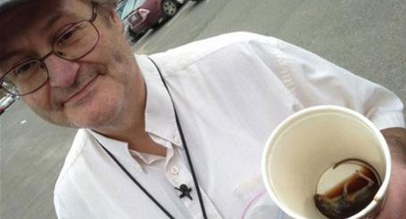 بالصورة.. فأر في كوب قهوة ماكدونالدز بكندا - المواطن